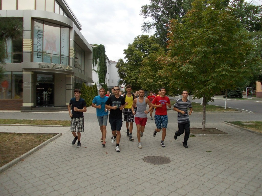 ПРИДНЕСТРОВСКАЯ ПРОБЕЖКА (12.08.2012 ) - хорошо бегут...
