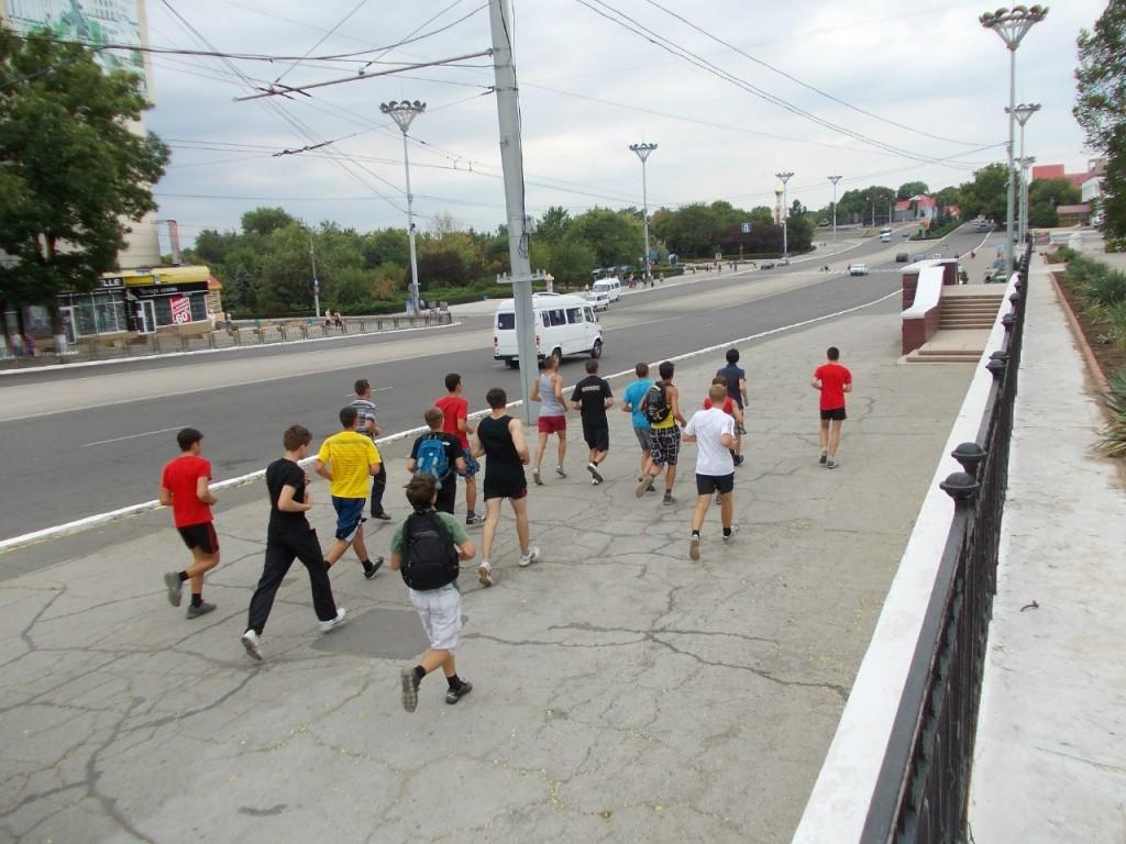 ПРИДНЕСТРОВСКАЯ ПРОБЕЖКА (12.08.2012 ) - выбегаем на площадь