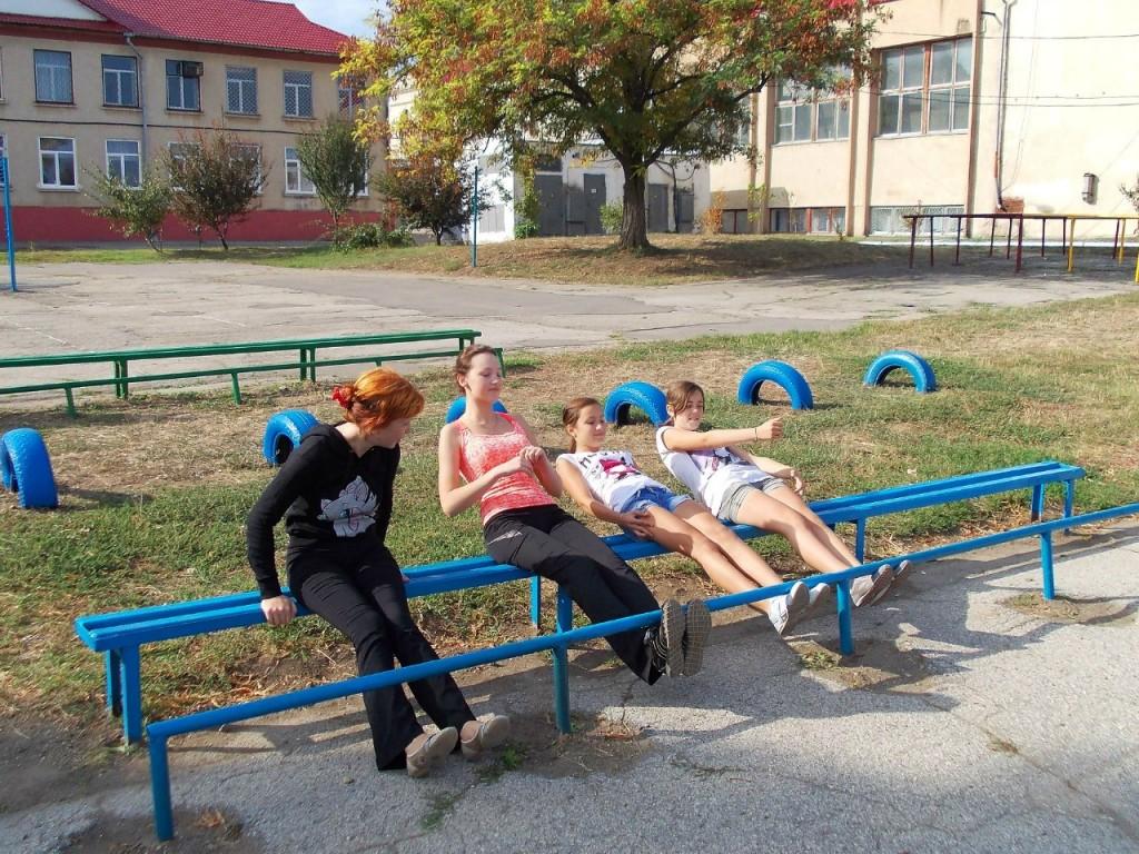 Приднестровская пробежка - Девушки качают пресс